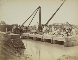 31. Main Western Canal. Kao syphon, setting cover stones.